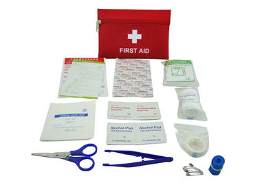 Çin 13 Contents First Aid Emergency Kit , First Aid Travel Kit With Oxford Fabric Pouch Tedarikçi